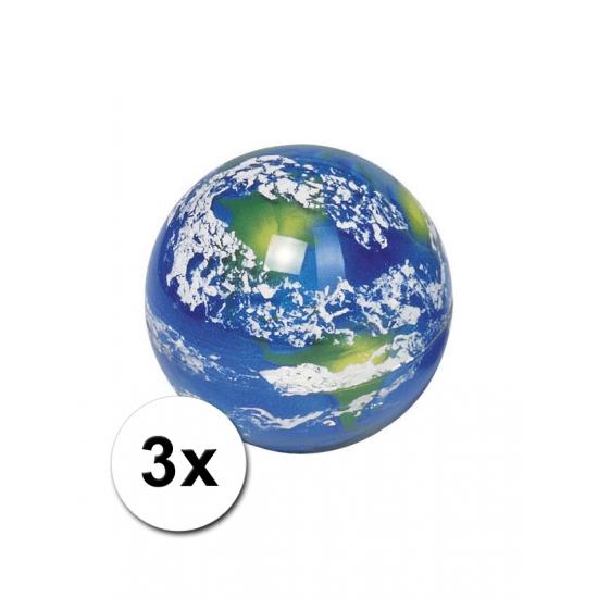 3 stuiterballen met aarde afbeelding
