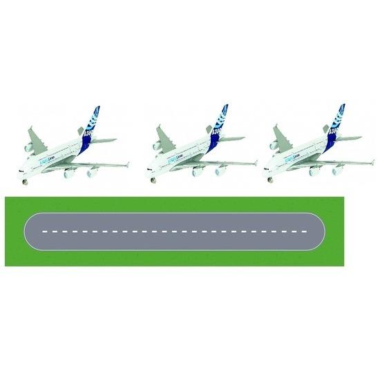 Luchthaven landingsbaan diy speelgoed stratenplan kartonnen speelkleed met 3 vliegtuigjes
