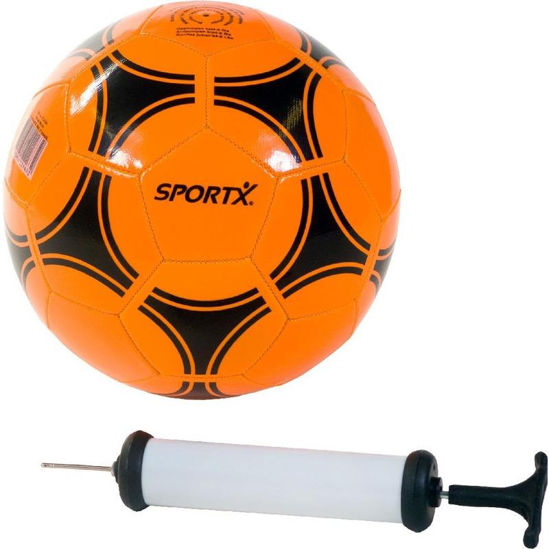 Buitenspeelgoed panna voetbal oranje 21 cm maat 5 met balpomp voor kinderen volwassenen
