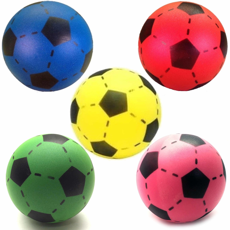Speelgoed set van 5x stuks foam soft voetballen in 5x verschillende kleuren 20 cm